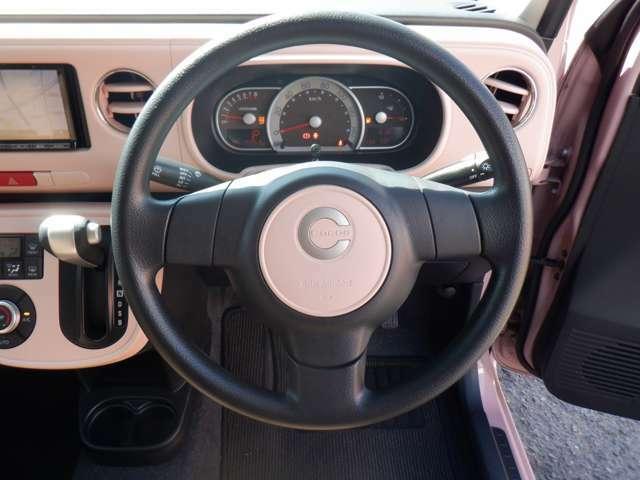 車で触れる機会の多いハンドル、クリーニング済みで綺麗ですよ高さ調整できる車種ではそれぞれに合わせて使用可能です.スタイリッシュで洗練されたハンドル周り。実際に乗ってみたいと思いませんか??