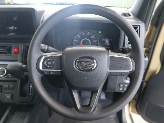 【純正ステアリング】手にしっかり馴染みとても運転しやすいハンドルです♪