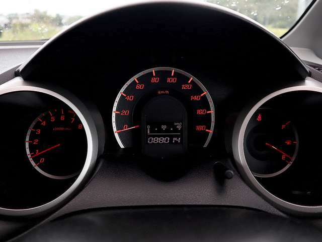 【メーター】現在の走行距離は88,014kmでございます。