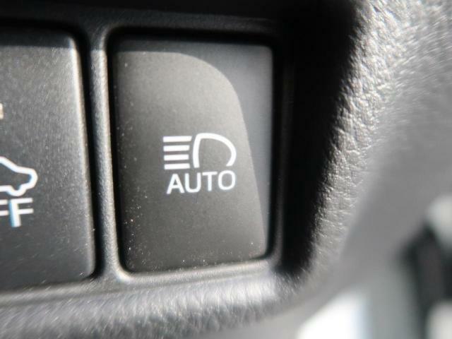 オートマチックハイビームが装備されています♪対向車を感知して自動でハイビームを切り替えてくれます♪便利な装備ですね♪