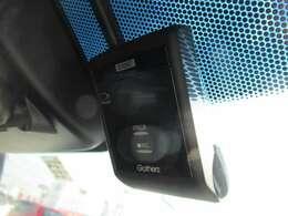 ★ドライブレコーダー★イグニッションスイッチに連動し録画を開始します。イベント記録保護機能を搭載し急ブレーキ・急ハンドル時の記録が上書きされずに保存されます。