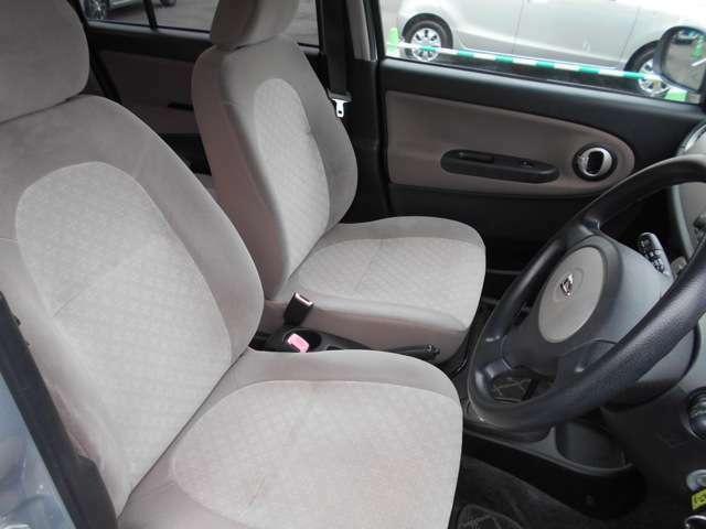 運転席、助手席 ゆったりくつろげます。