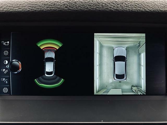 パーキングアシスタント機能は360度パノラマカメラに加え車輌のバンパーに装着されたパーキングセンサーが障害物を検知し縦列駐車や車庫入れをドライバーに変わってステアリング操作を行います。