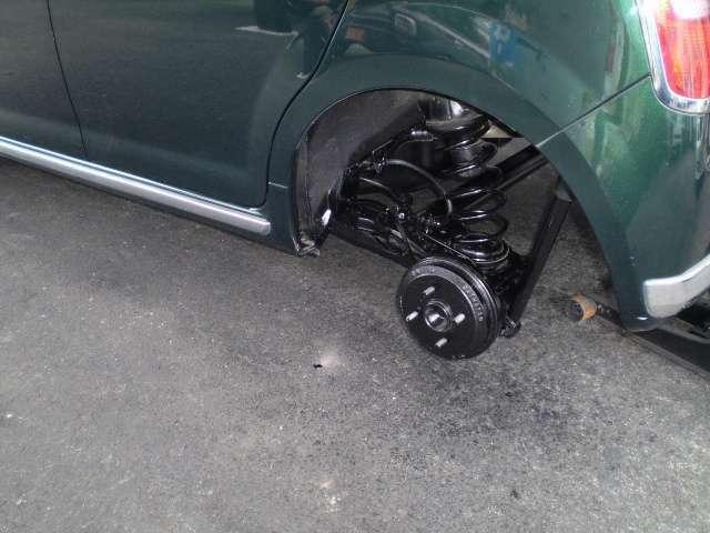 当社のお車は展示前に内装清掃・外装コーティング(カルナバコート)・下廻り黒パスター加工(落ちにくい油性使用)済みです☆納車時も再度仕上げに外装コーティング・黒パスター加工を実施いたしております☆