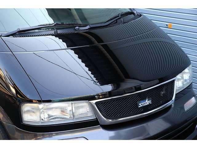 スーパーブラックIIのボディは、全体的に大変きれいな状態が保たれています。年式や走行距離を感じさせない、きれいな外装です。
