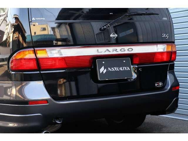 中古車ですので小傷・薄傷・小凹・補修跡などよくよく探せば見つかるかと思いますが、大きく目立つものはございません。(仕入れ先業者オークションの出品票を見る限りでは、鈑金塗装による補修歴はございません)
