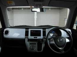 フロントピラーの位置を従来よりも後方にレイアウト。運転席からの視界の広がりを向上。車両の周囲の状況を、いち早く知ることで、安全に運行できます。