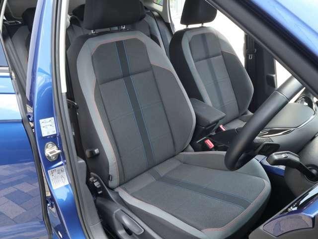 【Discover Pro】8インチのタッチスクリーンに、センサーボタンとダイヤルで高い視認性とスムーズな操作性を実現。純正システムならではの車両との連動制により、車両の各種情報表示先進安全装備などの設定も可能。