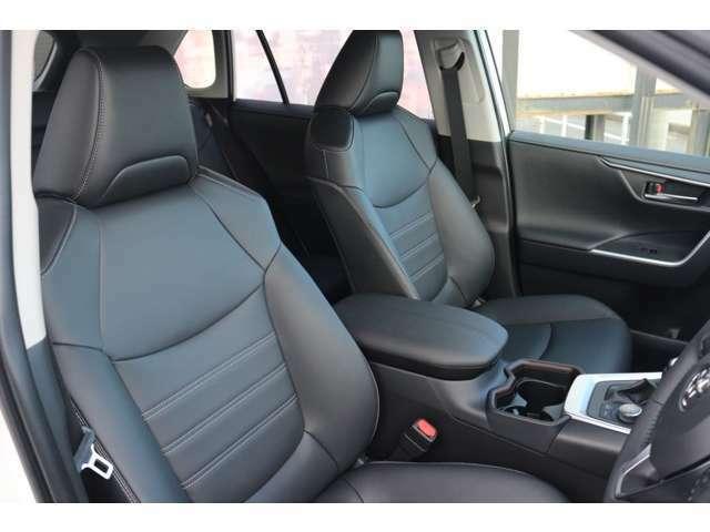 運転席・助手席シートにはシートヒーターがついておりあったかくお乗り頂けます♪