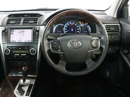 スポーティーな運転席周りですね。 操作しやすい運転席回りでスポーティーな走りを楽しめちゃいます。 運転がますます楽しくなりますね!