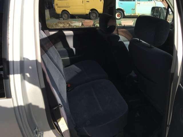 後ろの席も使用しない時はワンタッチで荷台に早変わり!
