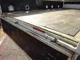 荷台は新品鉄板床を張ります! 煽りは塗装します! 1.5t積載10尺平ボディ リヤWタイヤ 車体寸法 L:469 W:169  荷台寸法 L:311 W:161 キーレス 電動格納ミラー付き