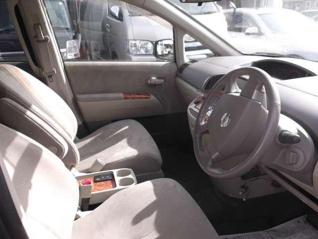 広々車内でゆったりとした快適なドライブをお楽しみいただけるかと思います☆