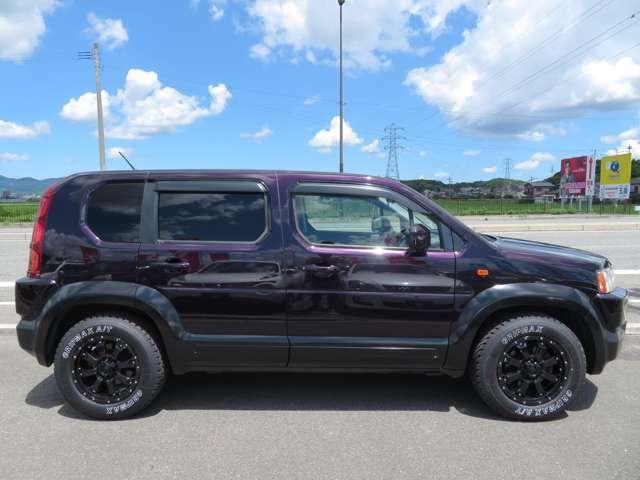 ボディ腰下はぐるり一周マッドブラックに塗装済!新品アルミホイール漆黒のMK-46+新品グリップマックスATタイヤで一押しの一台です!