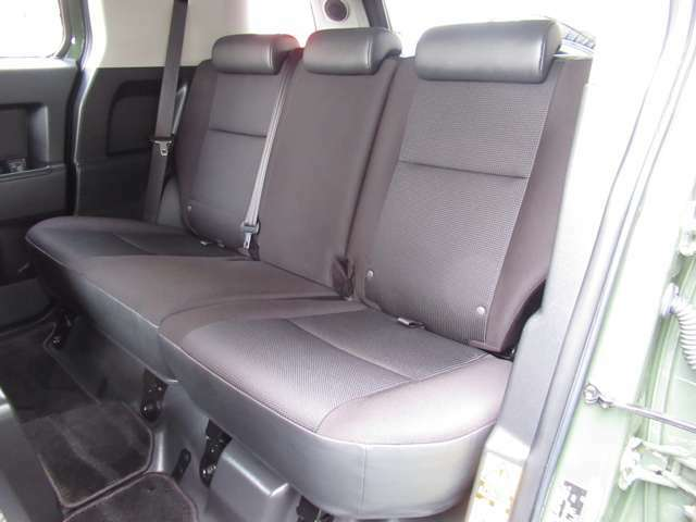 前席シートに比べて使用頻度も少ない為、とてもキレイな状態を維持しています♪