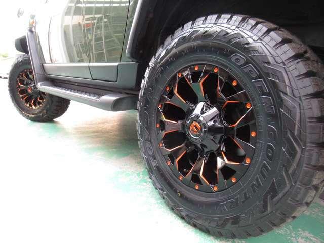 新品のFUEL17インチAWに新品のオープンカントリーRTタイヤを装着☆