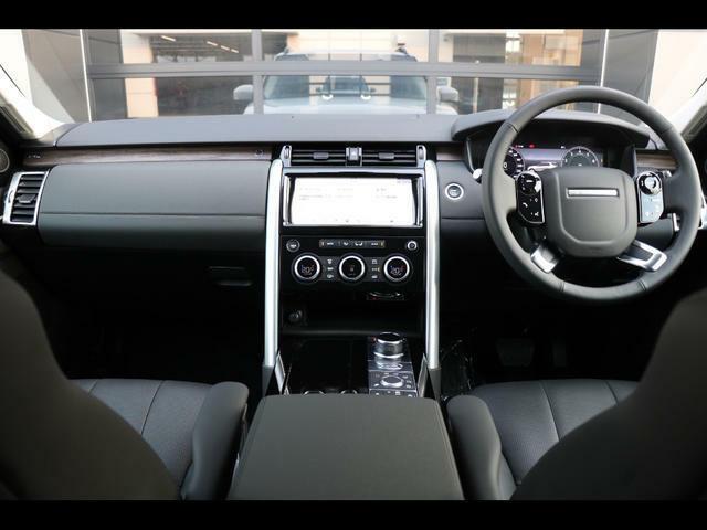 キーレスエントリー/エンジンスタート&ストップボタン、グローブボックス(ロック付)ダッシュボード収納、ツインカップホルダー(フロント、カバー付)コンソール&アームレスト