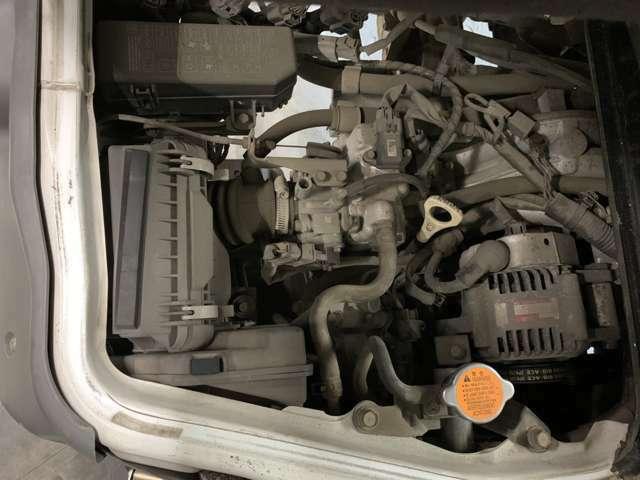 提携整備工場にて法定12ヶ月点検を実施致します!整備記録簿発行なので整備、点検項目も一目瞭然で安心です!エンジンオイル交換、ワイパーブレード交換は勿論、ブレーキのO/Hまで必須項目です!