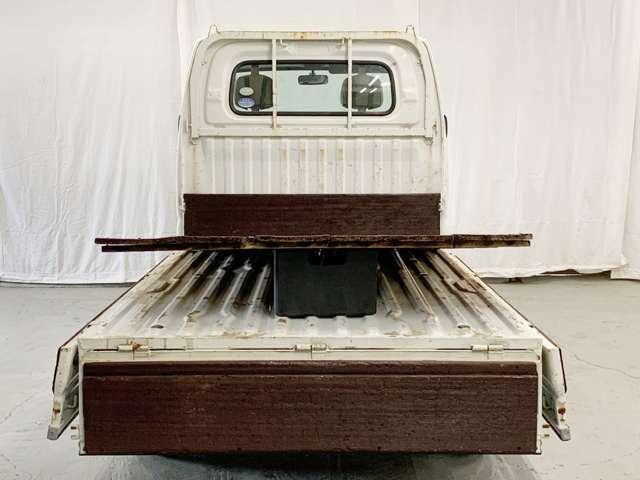 荷台の床板は取り外しも可能です♪使い方は自由自在です♪