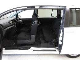 他の店では買えない?全国トヨタディーラーでも少ない高品質U-Car!両側パワースライドドア付で狭いスペースでの乗り降りもらくらくです(*^^)v