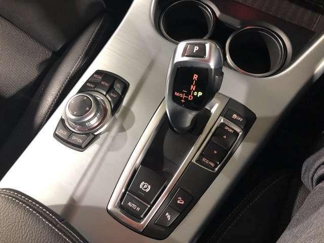ドライビング・パフォーマンス・コントロール(ECO PRO モード付)は、 スタイルに合わせて、走行特性を最適化。スイッチを押すだけで、「コンフォート」、「スポーツ」「ECO PRO」に切り替えられます。