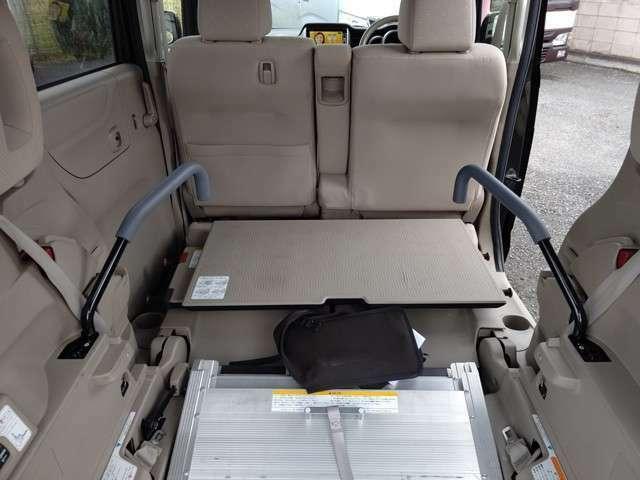 手すり付。車いすの方が掴まることで安心感を得られます