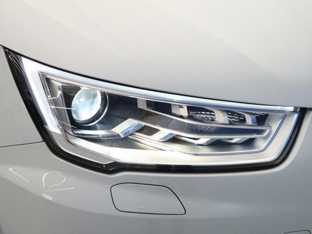 ●HIDヘッドライト:『ハロゲンライトの数倍の明るさを誇る高寿命キセノンヘッドライトで、安全運転を支える良好な視界を!