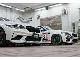 24時間耐久レースを戦ったM2CS Racingとの2ショット。