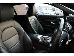 使用感の少ないブラックレザーシート!D席にはメモリー機能付きパワーシート搭載!前席シートヒーターを完備しているので寒い日のドライブも快適にお過ごし頂けます♪