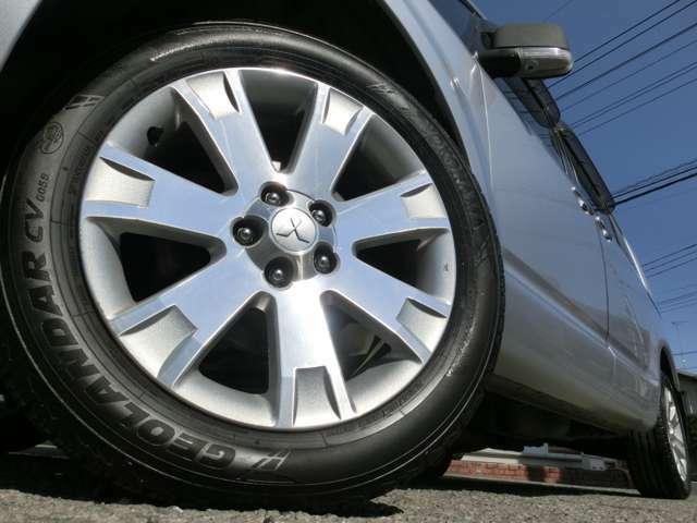 18インチアルミホイール装着済み☆タイヤの溝も残っておりますので、ご納車後すぐに交換することもなくお乗り頂けます!!