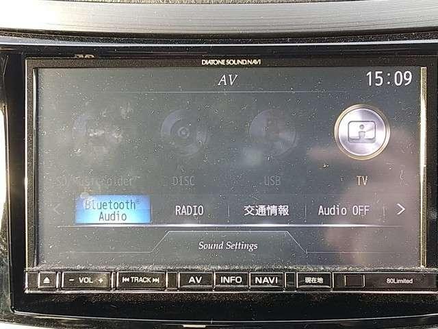 Bluetooth機能とTV機能が付いています!!Bluetoothでお手持ちの携帯電話とつなげればお好きな音楽を楽しむことができ、TVで疲れて運転の休憩中に番組やニュースを見る事が出来ます!!