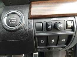 プッシュスタート装備しています!!スマートキーなら鍵の出し入れが必要ないので車の乗り降りがとても快適です♪♪