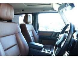 前席はブラウンレザーシートを装備!メモリー機能付きパワーシート、シートヒーター、ランバーサポートを装備した多機能設計により、快適なドライブをサポートします!