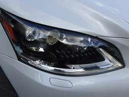 オプションの三眼LEDヘッドライト装備車です!