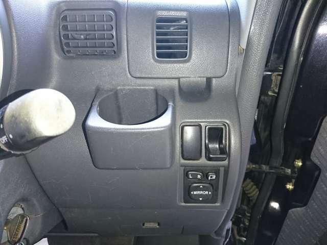 視界が良く運転しやすい設計になっております。インパネ回りも無駄がなくすっきりしたデザインです。