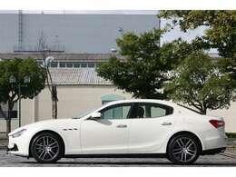 【マセラティ ジャパン 正規ディーラー車】【有償オプションカラー《ビアンコアルピ(パールホワイト)》】