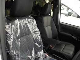 運転席シートはシートリフターを装備!自分にぴったりのドライビングポジションになります!