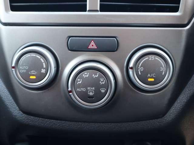 【オートエアコン装備車】室内温度を設定することで、風向きや風量を自動設定してくれます。