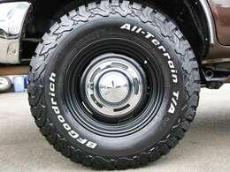 新品クリムソンDEENクロスカントリーマッドブラックアルミ&BFG AT 235/85R16タイヤの組み合わせです♪