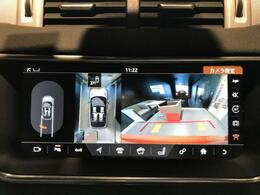 ボディの目立たない位置に設置された4台のデジタルカメラにより、車の周囲360度のオーバーヘッドビュー表示。それぞれのカメラを単独もしくは2か所表示することも可能。狭い場所や出入口なども安心できます!
