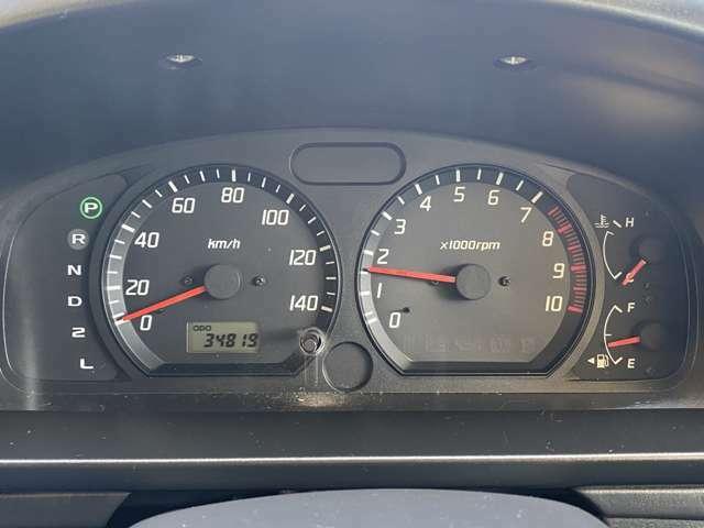 走行距離34819kmです、ディーラー下取り車ですのでとても安心です、タイミングチェーン式エンジンですので10万km毎のタイミングベルト交換は必要ありません、安心して乗っていただけます。
