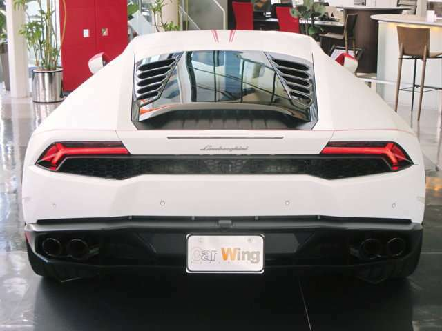 スポーツエグゾーストシステム カーボンファイバー+アルミニウム製ハイブリッドシャーシ 電子制御湿式多板クラッチフルタイム4WD ローンチコントロール機能