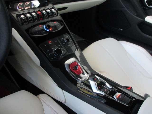 ランボルギーニ・ドッピア・フリッツィオーネ(LDF/7速デュアルクラッチトランスミッション) アクティブカーボンフィルター内蔵フルオートエアコン