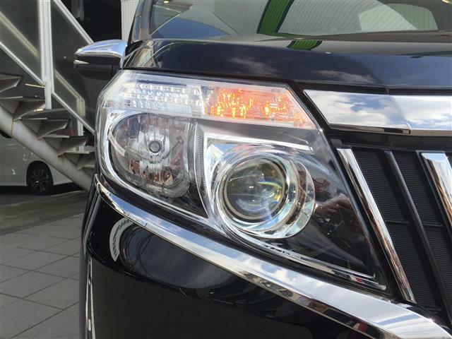 【LEDヘッドライト】悪天候や夜間の走行も視界良好で安心してお乗りいただけます。