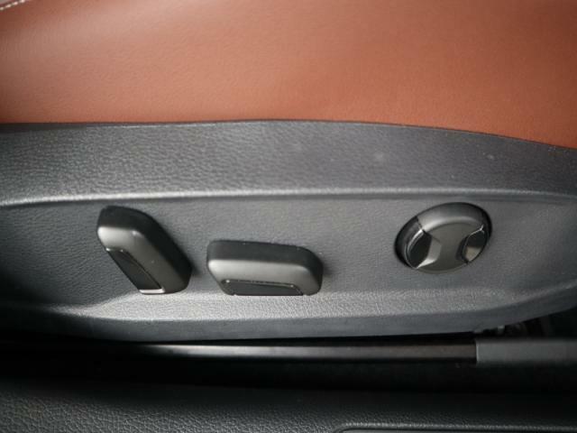 運転席のみ電動シートが装備されます。