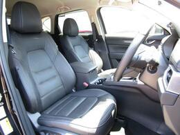 どなたでもベストなドライビングポジションで運転が可能なフロントシートは人間工学を基に設計された疲れにくい構造になっております!