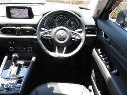 大きなフロントガラスで視界良好です!着座位置が高く見晴らしが良いので運転しやすいと感じられます!