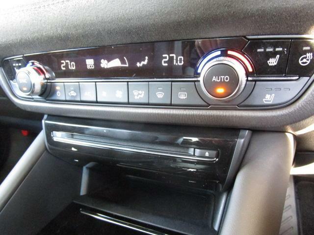 デュアルエアコンは左右別々の温度設定ができますので、より車内も快適に過ごせます♪