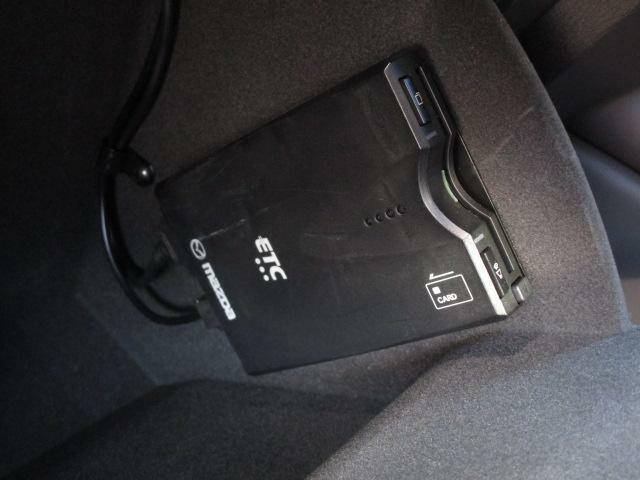 ETC車載器はグローブボックス内部に装着されております!これで高速道路の料金所の通過も楽々です♪