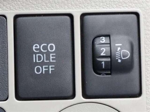 アイドリングストップ付きです。信号待ちなどでエンジンを止めることで燃費向上に役立ってます。